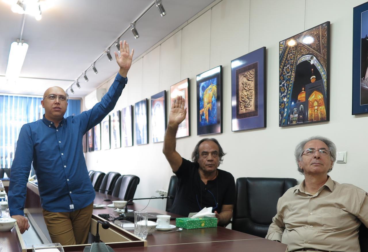 داوری عکسهای ارسالی به دومین جشنواره «هشت» برگزار و اسامی عکاسان راهیافته به نمایشگاه اعلام شد.